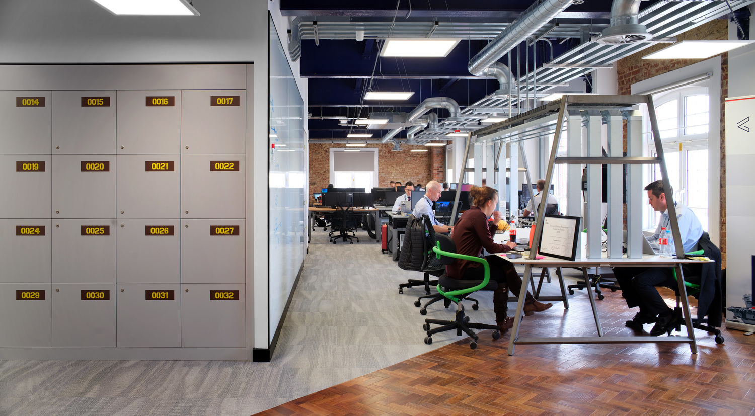Open plan office design to support social capital