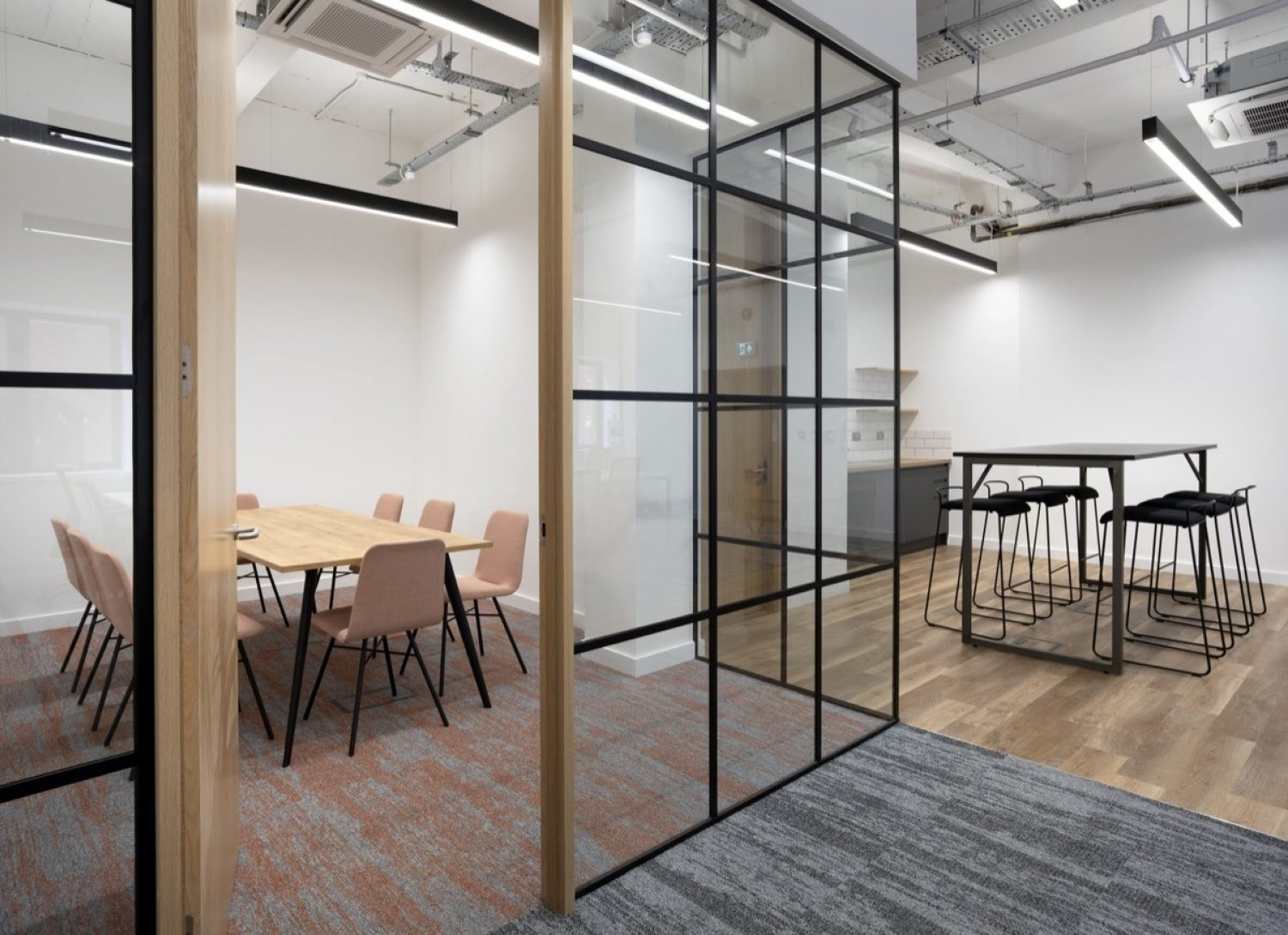 Aegon workplace design for meetings and collaboration