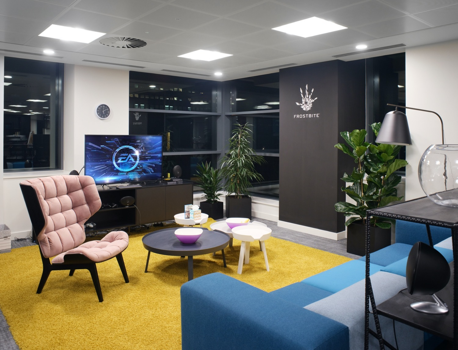 Agile office breakout space with soft furniture