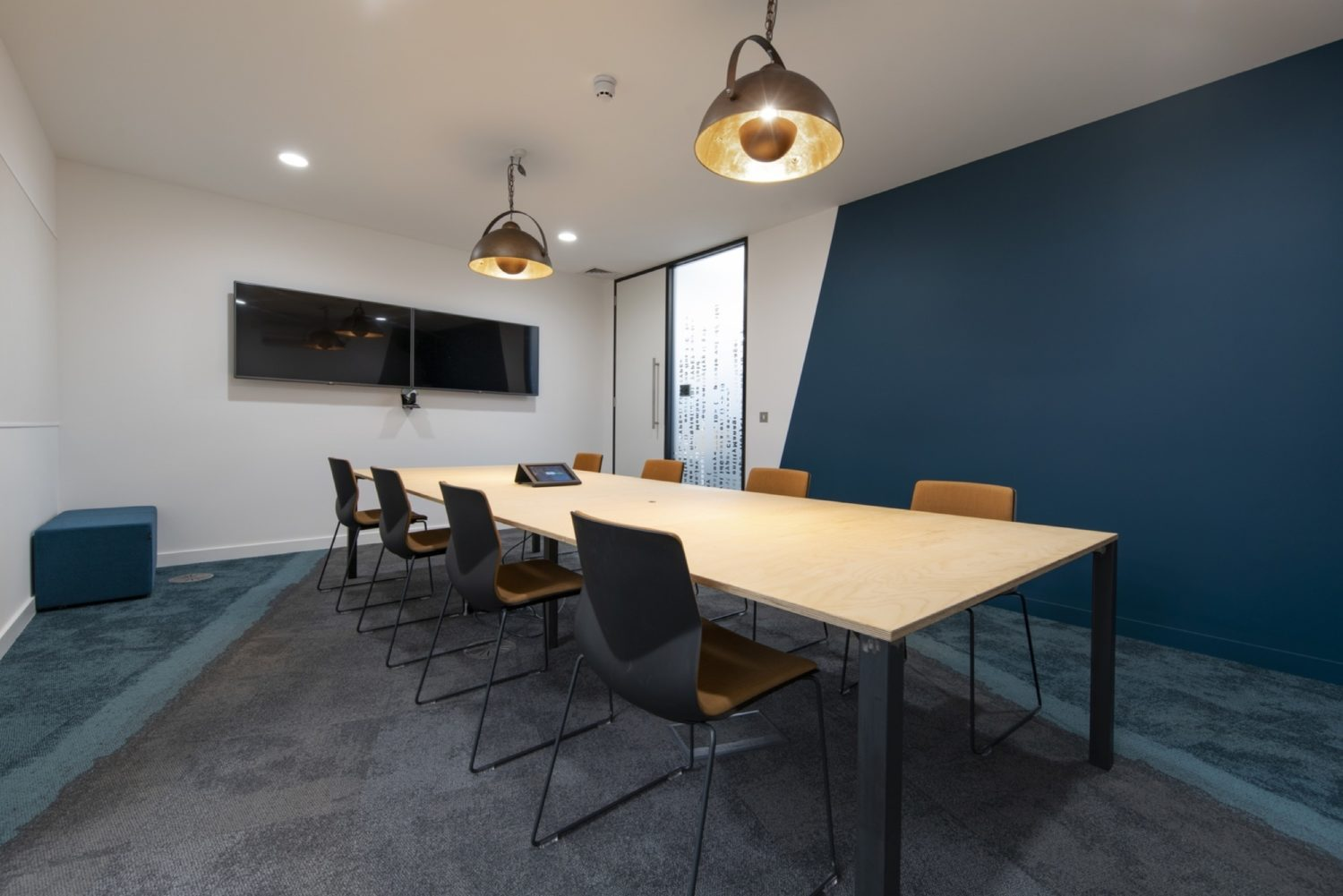 Metapack modern meeting room fit out