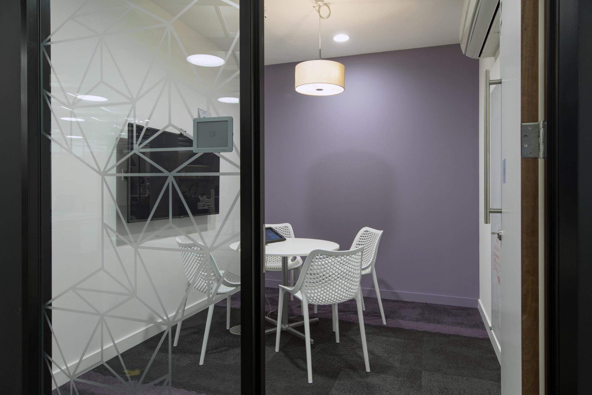 Metapack modern meeting pod design