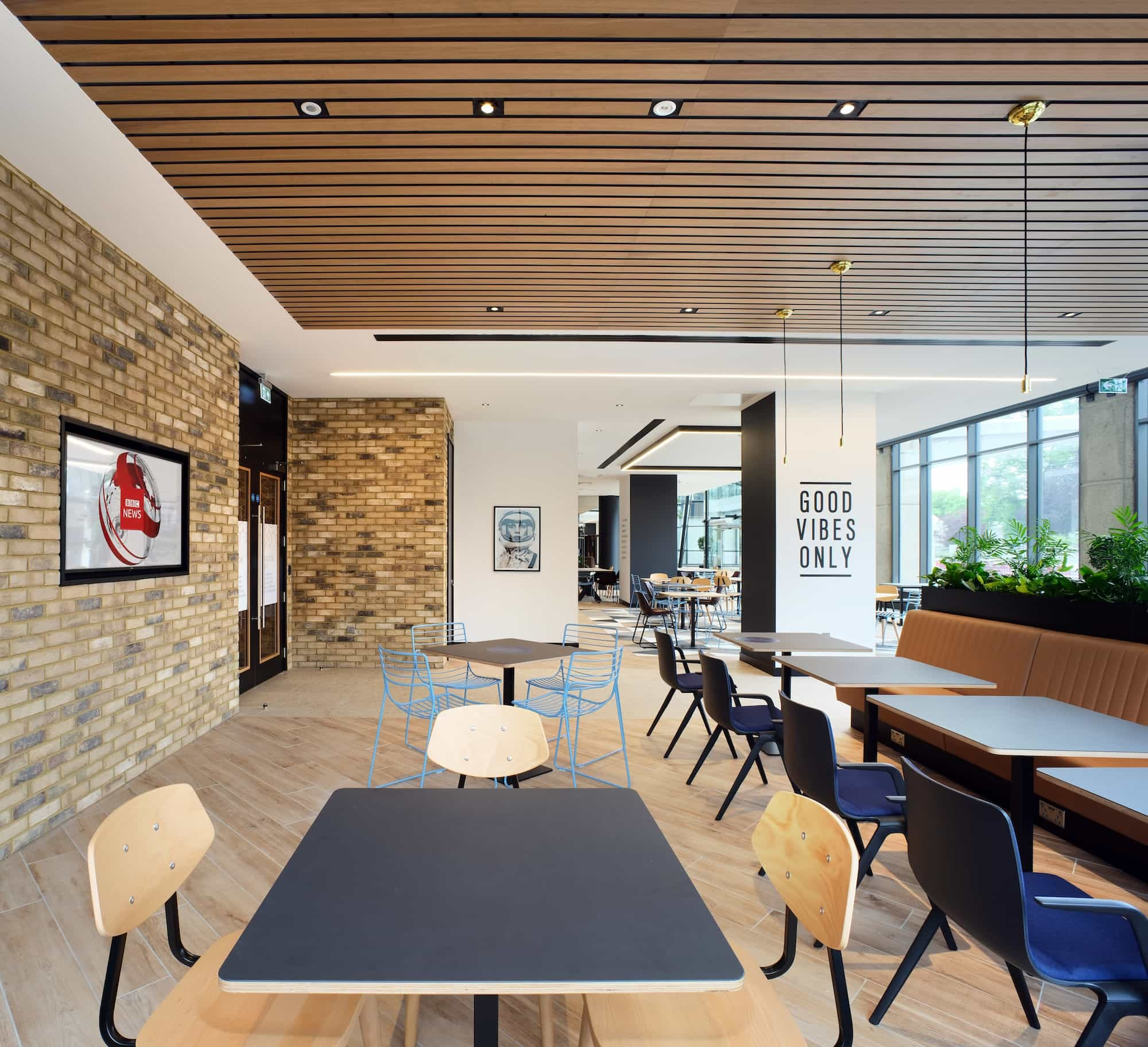 Contemporary office comunal area fit out