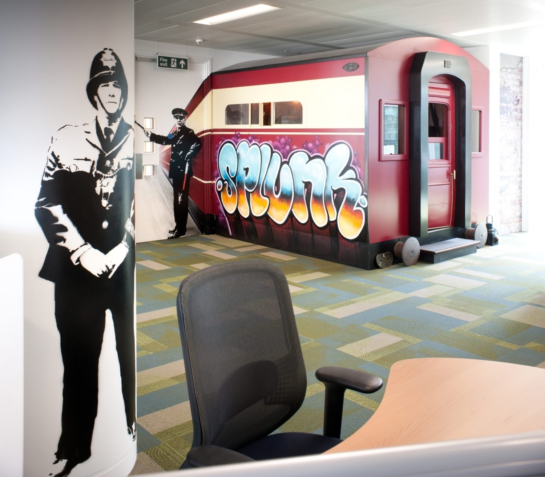 Splunk pullman coach in modern office design